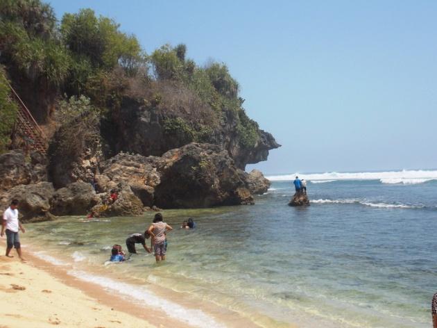 Pantai Sundak (9)