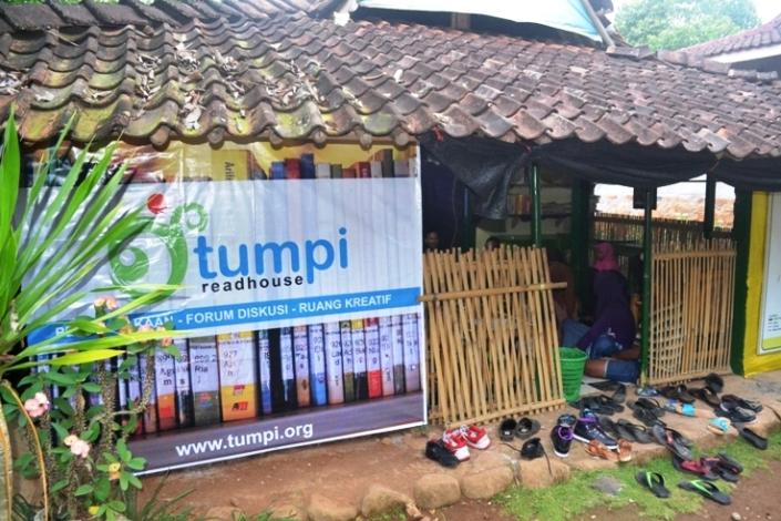 TumpiReadHouse (6)